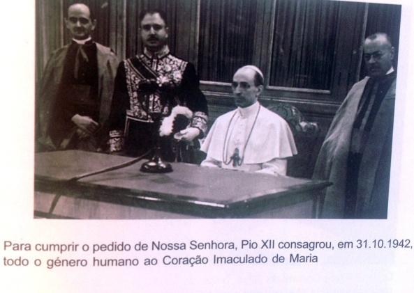 Mons. Montini en la consagración del mundo al Inmaculado Corazón, por Pío XII.