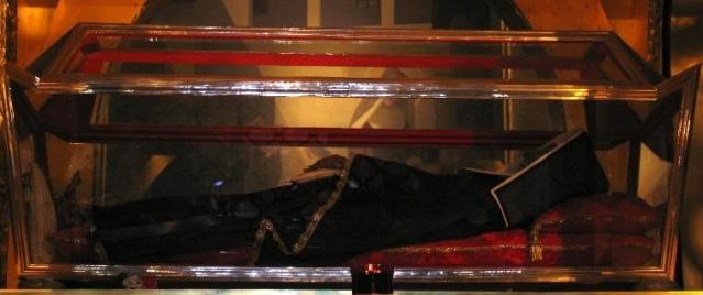 Relicario que contiene el cuerpo incorrupto de Santa Rita. Basílica de Santa Rita. Cascia.