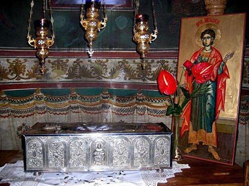 Relicario de San Pantaleón en su monasterio del Mon te Athos