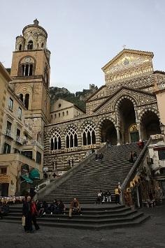 """Basílica de San Andrés, en Amalfi (Italia). De su reliquia allí guardada sale el conocido """" maná"""""""