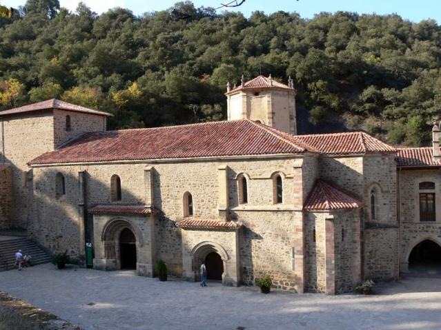 San Beato moró en Liébana lugar donde se levanta el Monasterio de Santo Toribio-antes de San Martín- que guarda el Lignum Crucis mejor documentado del orbe y de mayor tamaño que existe.